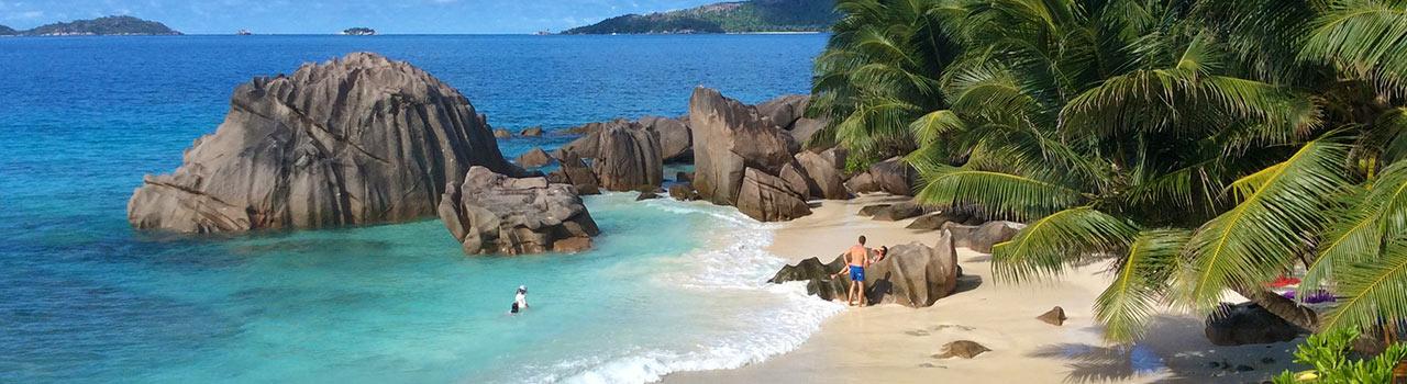 A Mahe-sziget természeti szépségei méltán népszerűek. Számos ritka orchideának, valamint a különleges medúzafának is a Mahe-sziget ad otthont. A lenyűgöző strandok és képeslapra illő kék tengervíz tökéletes pihenést biztosítanak. Ha meguntuk a napsütést, ellátogathatunk a Seychelle-szigeteki természettörténeti múzeumba vagy szétnézhetünk a helyi kézműves piacon emléket gyűjteni. Az biztos, hogy aki Mahe-szigetére látogat, az felejthetetlen élményekkel tér haza.