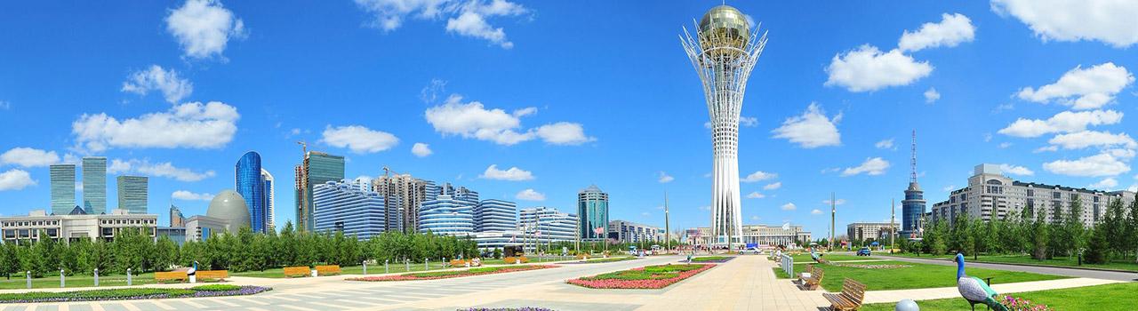 Astana az ellentétek városa. Az Astana-t ketté szelő folyó jobb partján ugyanis a régi, míg bal oldalán az új, modern városrész található. Astana olyan, akár egy délibáb, szinte hihetetlennek tűnik a kazah sztyeppén kimagasló, monumentális épületek látványa. A város jelképeként számontartott, 105 méter magas Bayterek-torony, a Főmecset, az Iszlám központ vagy a Római katolikus katedrális egy olyan modern, már-már szürreális városképet festenek, amelyet mindenkinek látnia kell!
