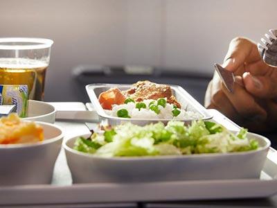 Tavasztól fizetős a fedélzeti ellátás a Lufthansa, a Swiss és az Austrian Airlines járatain