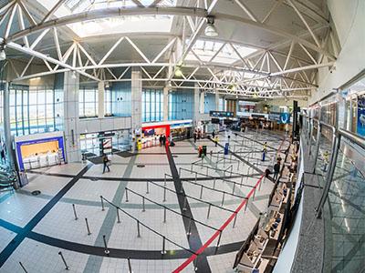 <p>A légiközlekedés világát eddig szinte soha nem látott módon sújtó válsága, melynek okozója a koronavírus világjárvány, a Liszt Ferenc Nemzetközi Repteret is mélyen érinti. Mi sem bizonyítja ezt jobban, mint a Budapest Airport a tavalyi hasonló időszakához mért 75%-os utasszám csökkenése!</p>